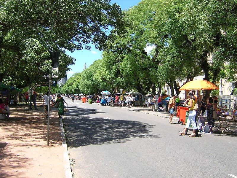 Batendo perna na feira Brique da Redenção, em Porto Alegre