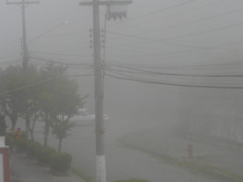 O ruço ou neblina, cobrindo a cidade.