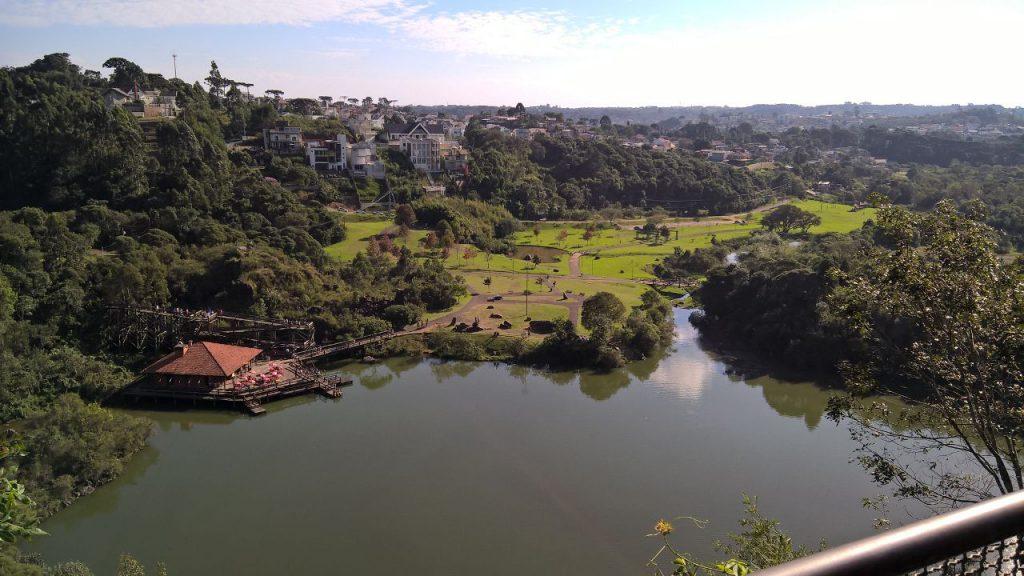 Lago da pedreira do Parque Tanguá
