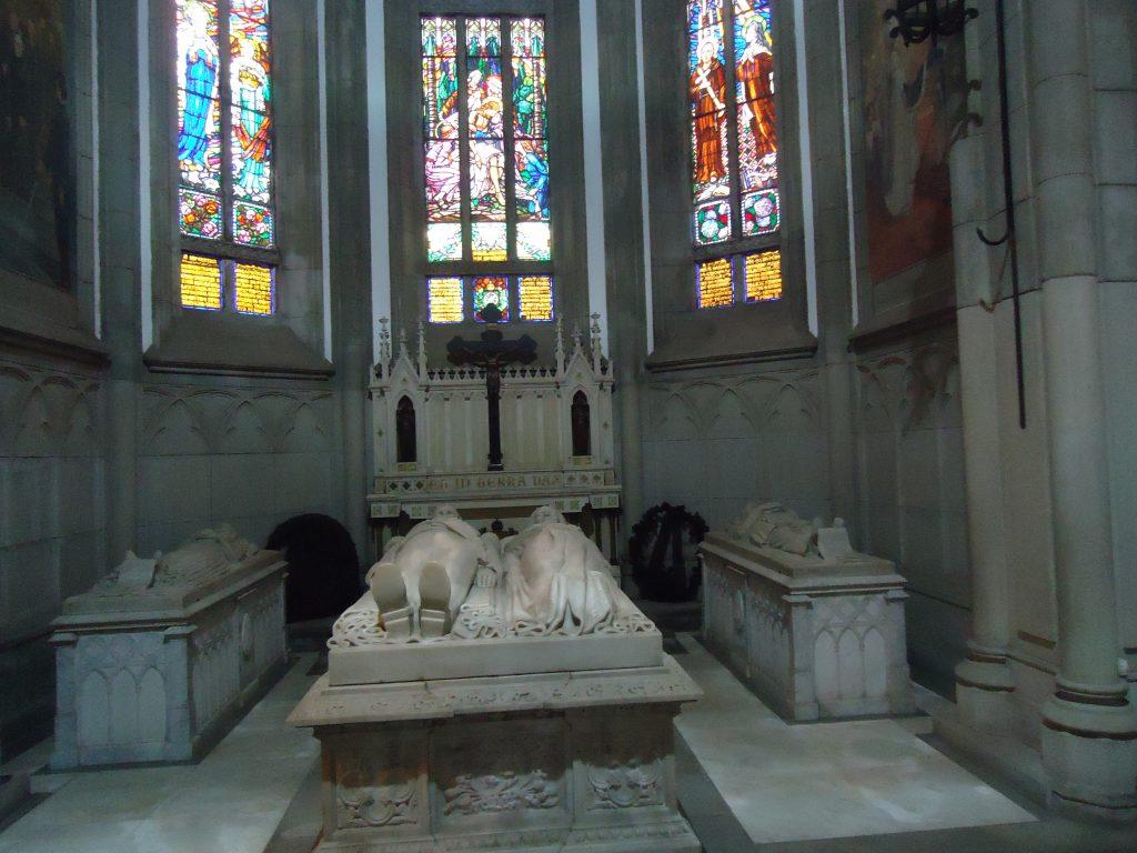 Jazigo dos membros da Família Imperial no interior da Catedral