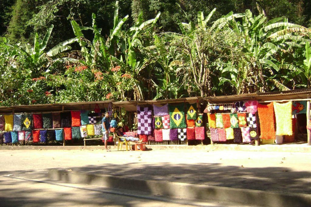 Feiras de artesanato pela estrada Rio-Petrópolis