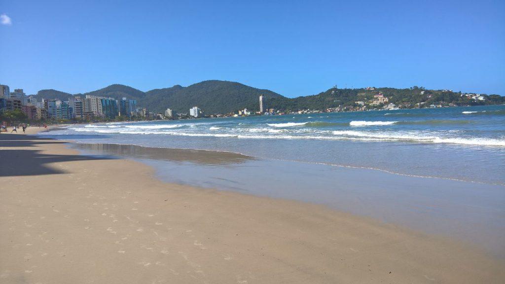 Mais um ângulo da Praia Central em Itapema