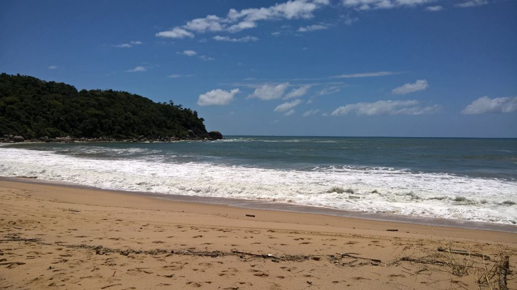 Praia de Ilhota, em Itapema