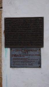 Placa indicativa do Forte de Santanna do Desterro