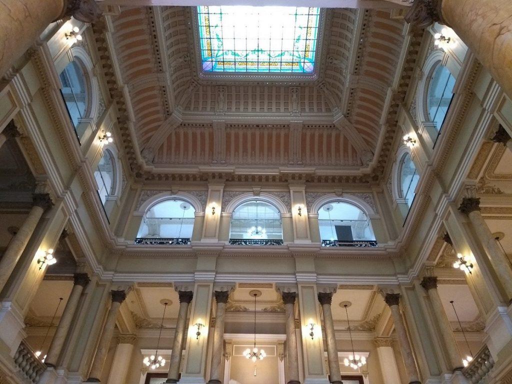 O prédio centenário tem rica arquitetura