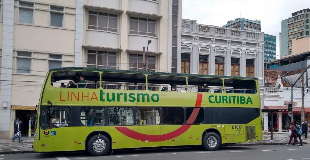 Ponto de partida do ônibus Linha Turismo, na Praça Tiradentes