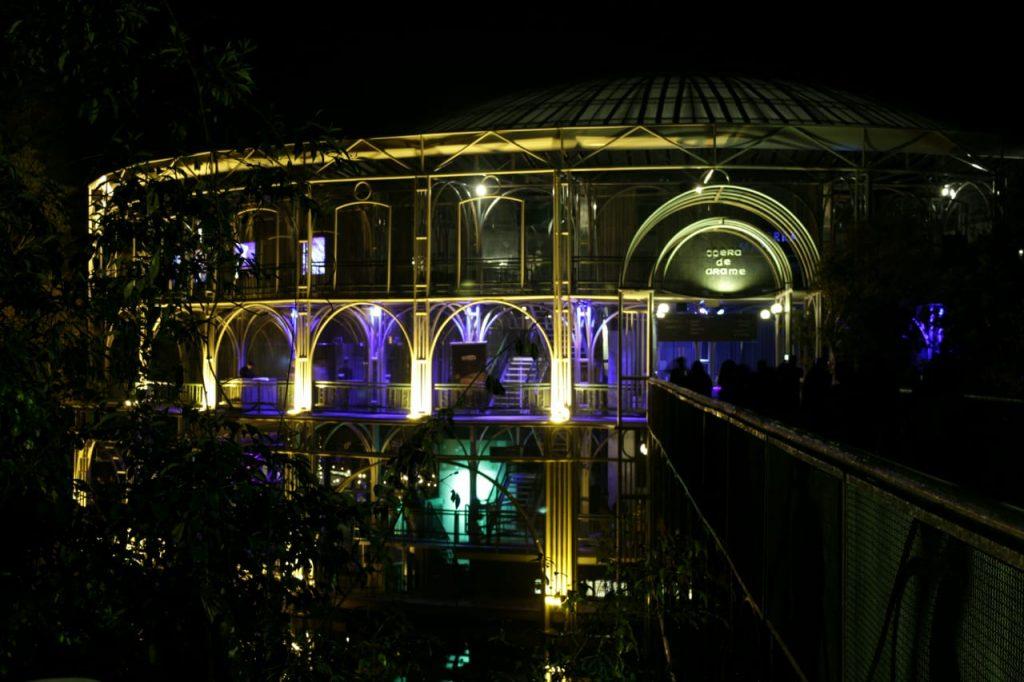 Ópera de Arame toda iluminada