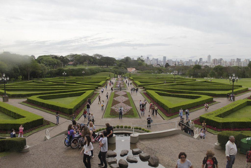 O que fazer em Curitiba, Jardim Botânico inspirado em jardins franceses
