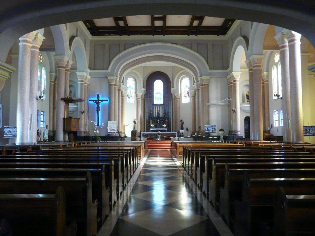 Interior da Igreja Matriz São Pedro Apóstolo